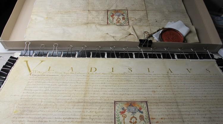 Faksymile dokumentu nadania Pradze praw miejskich z 1648 r.
