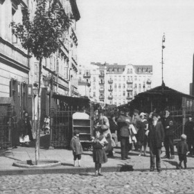 Bazar_Różyckiego_przed_wojną_wejście_od_strony_ul._Targowej